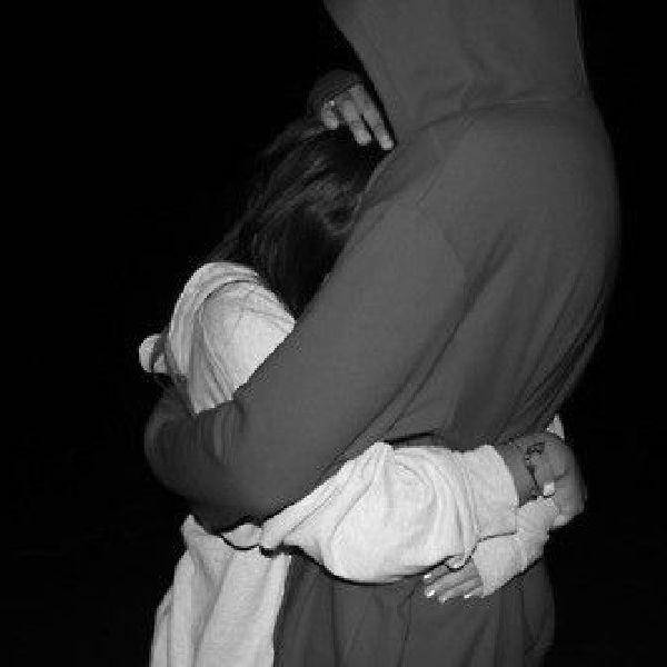 Фотки парень и девушка в обнимку без лица ночью